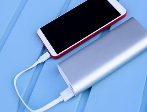 为iPhone12选购充电宝前要知道的事