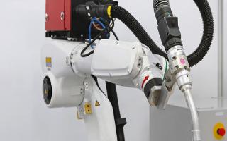 联想发布自研工业机器人