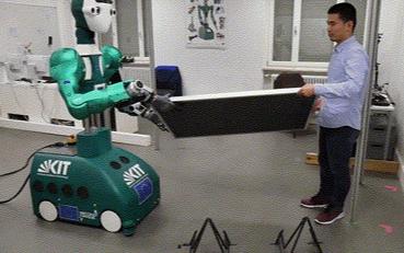 国外仓库上线专注于模仿人类上半身的机器人