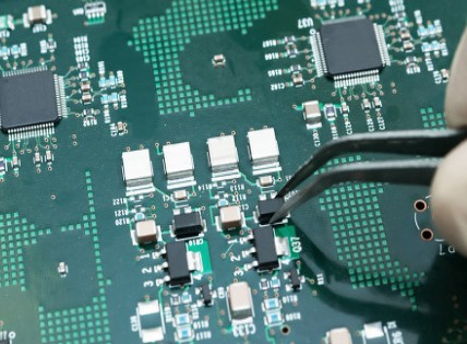 东威科技拟募资5.70亿元,用于PCB垂直连续电镀设备扩产项目