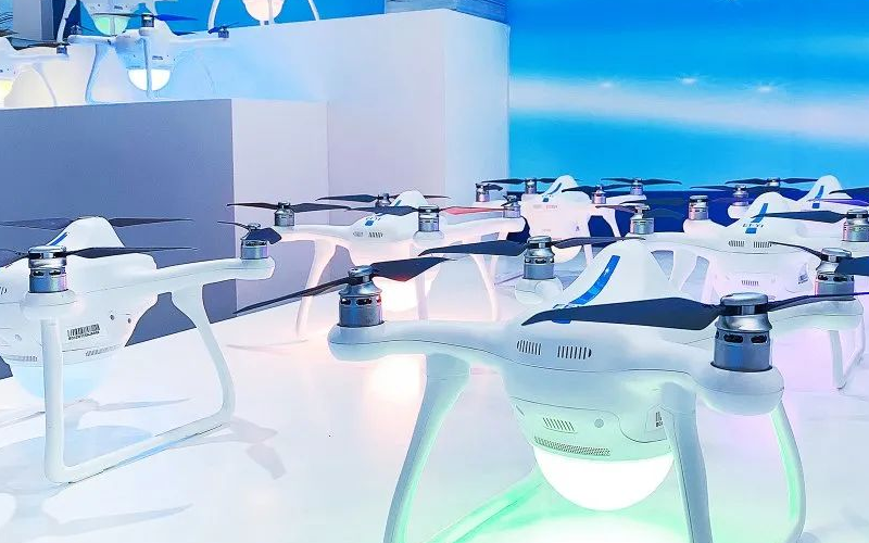 一飞智控携新一代集群表演无人机--新型敏捷蜂II型亮相高交会