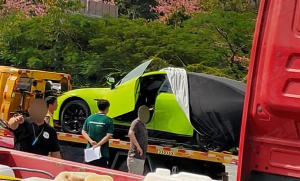 小鹏P7剪刀门版实车现身广州车展