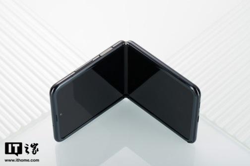 三星折叠屏手机低价版本曝光:采用UTG玻璃面板