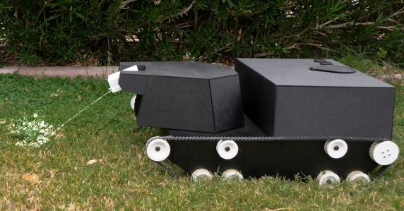 自动完成园艺工作的机器人问世:形状类似坦克