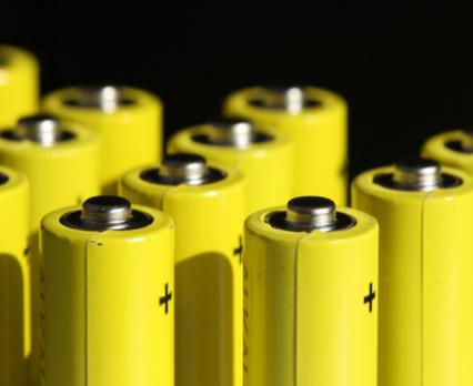 如何通过锂电池来提升数据中心的电源效率