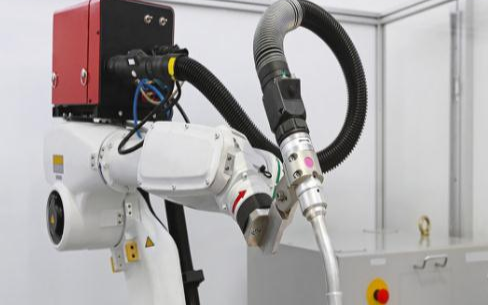 2020前十月全国工业机器人产量约18.34万台,同比增长21%
