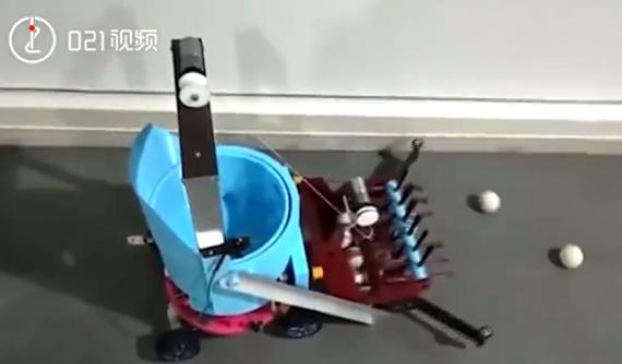 上海15岁女生发明可捡乒乓球的机器人