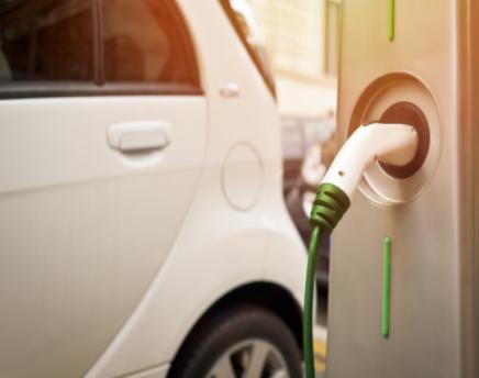 雅迪全球首發電動汽車的無線充電技術