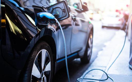 消费者对于电动汽车的接受只有:要么安全、要么不安...