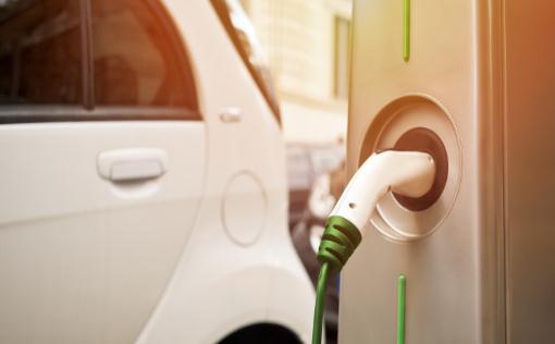 當前行業向電動汽車的轉型過于迅速,并且是以損害人們的生計為代價
