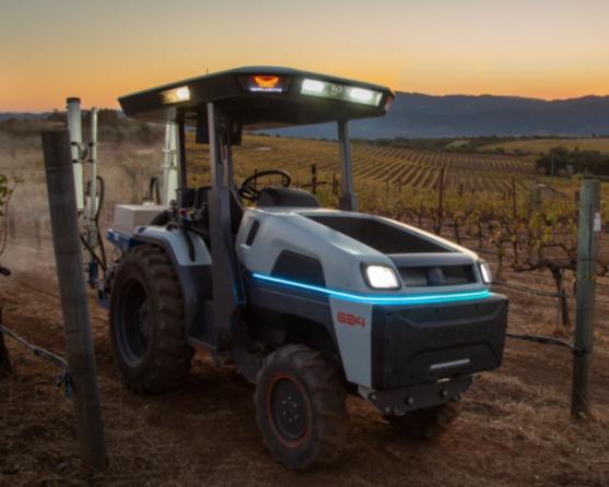 Monarch拖拉机问世,采用电动系统+自动驾驶