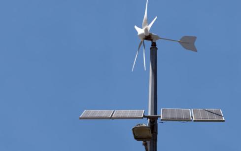 太阳能路灯能安装在高压线下吗