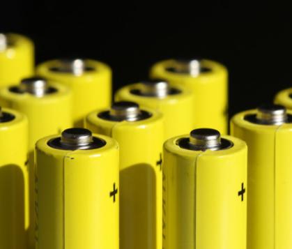 決戰鋰電池市場,誰將加冕為王