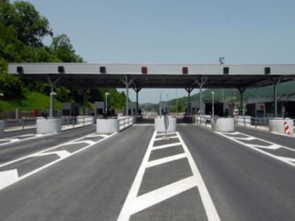 交通部研发弹性转子交通防撞护栏