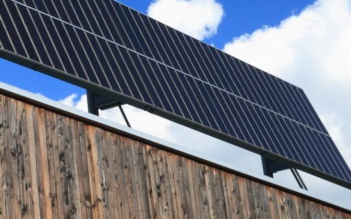 德国2020年的太阳能屋顶系统安装量相比2019...