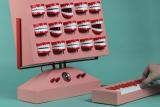 艺术家打造毛骨悚然的牙齿造型人声合成器