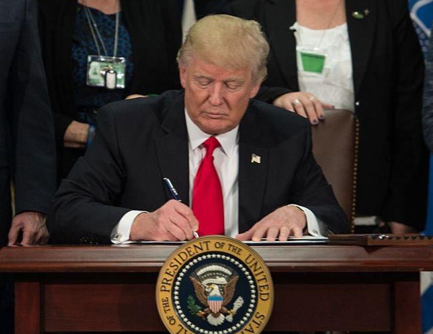 特朗普签署禁止与8款中国应用交易