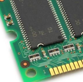 英特尔正与台积电和三星洽谈,将部分芯片生产外包