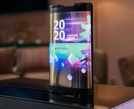 TCL演示可滚动OLED屏幕的手机和平板电脑