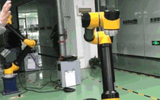 集萃智造成功完成了升级版的协作机器人碰撞检测实验