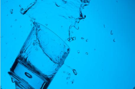 将微塑料转换成二氧画图和水的新型方法