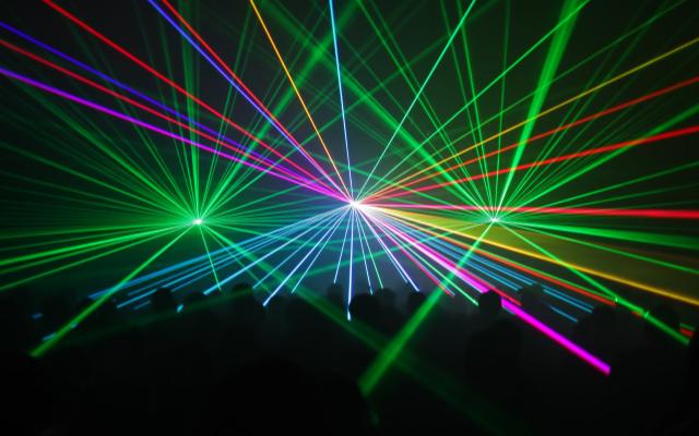大阪大学提出超强激光器的概念 可能会将目前的记录...