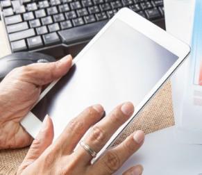 苹果或将发布新MacBook Pro和重新设计i...