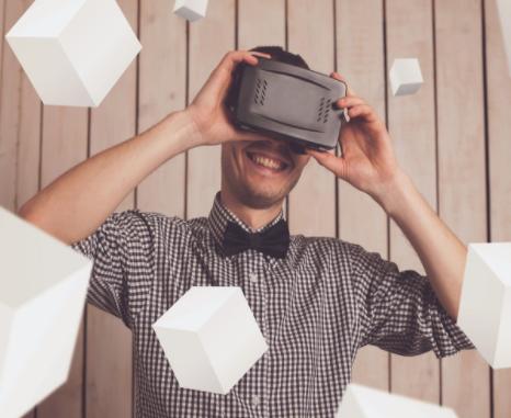 苹果或在推AR眼镜前推VR头显设备