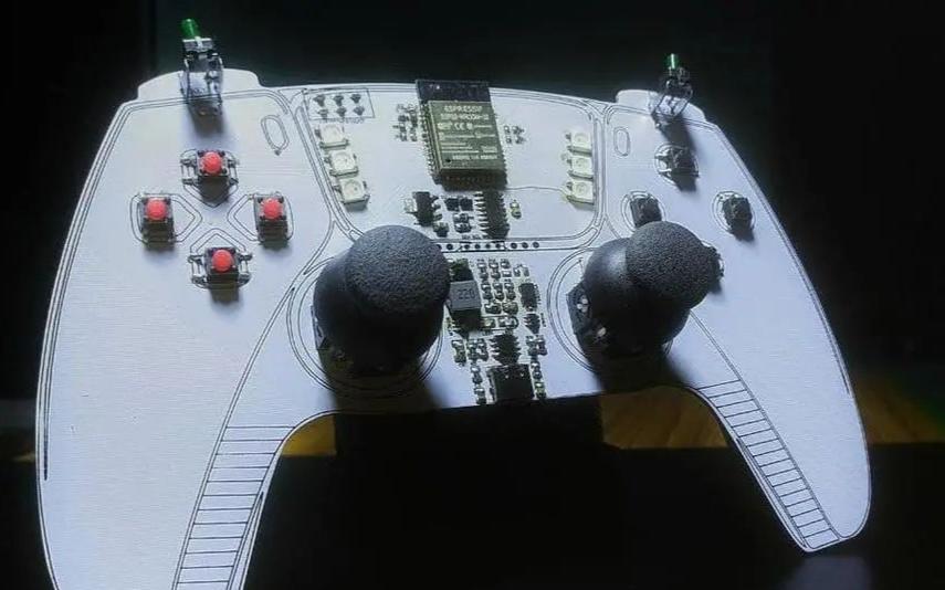 DIY使用ESP32的手持游戏手柄并通过BLE进行通信的设计