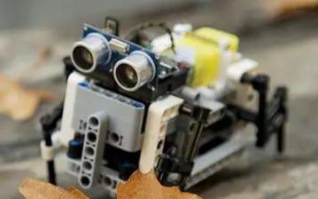 使用Arduino,3D打印和Lego兼容零件DIY的四足机器人