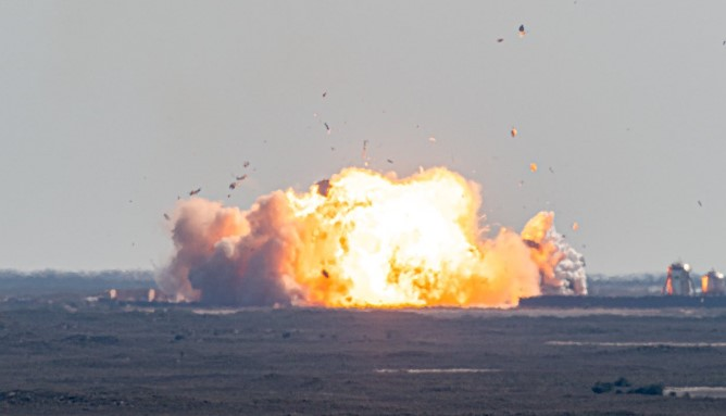 SpaceX星際飛船原型SN9試射升空10公里,著陸時爆炸