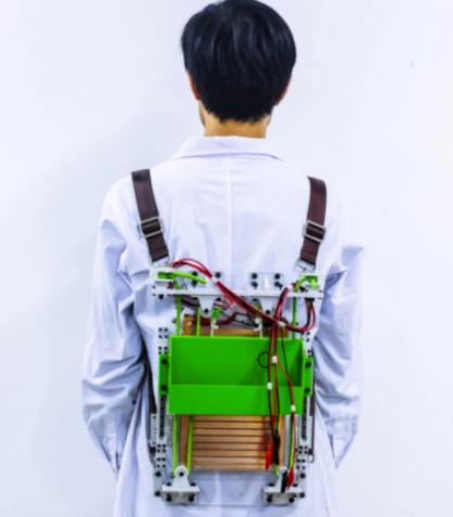 科学家研发可通过运动发电的滑动式背包