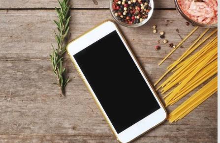 苹果正为iPhone 13研发磁性连接的电池组
