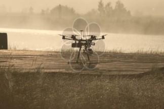 一种利用飞蛾活体天线寻找气味的避障无人机