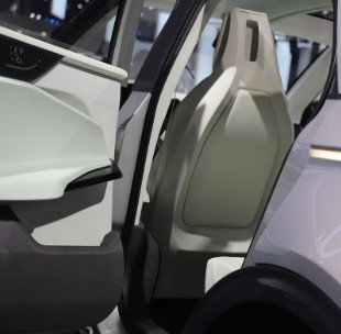 全球新能源汽车销量预计2030年将增长60%