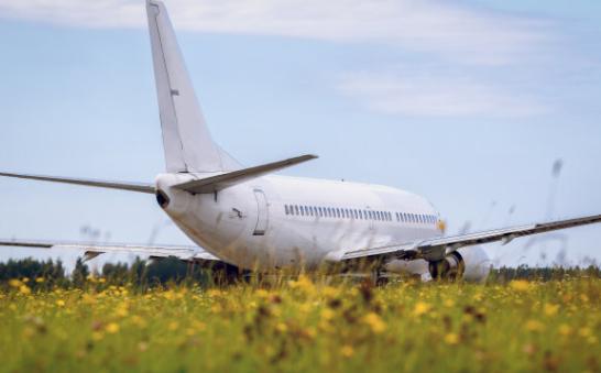 美国波音777客机引擎发生爆炸解体