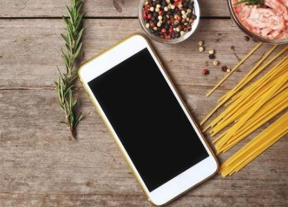 女子在苹果官网购买iPhone竟收到酸奶