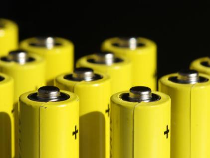 特斯拉将把部分电动车的锂电池换成铁锂电池