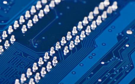 我们该如何选择高性价比的光纤激光打标机