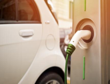 我国新能源汽车正处于爬坡过坎的关键期