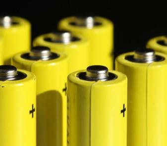 特斯拉或将电动汽车中的三元锂电池换成铁锂电池
