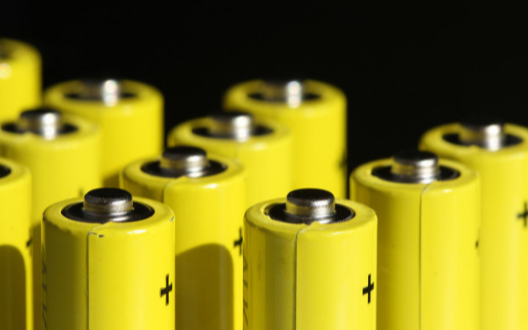 小鹏汽车为何使用三元锂电池代替磷酸铁锂电池