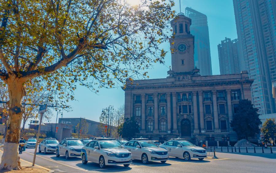 元戎启行携手东风 已在武汉投放42辆自动驾驶车