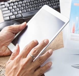 电竞显示器对比普通显示器主要区别在哪?