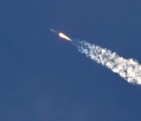 SpaceX原型火箭着陆数分钟后爆炸