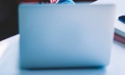 苹果搭载定制M1x芯片推出新款iMac