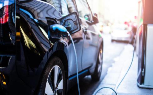 谈美国洲际修建电动汽车的充电站争执