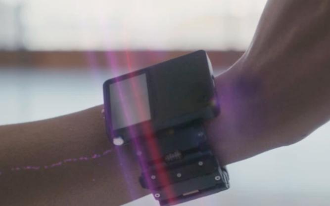 Facebook将推出一款可以用人脑控制电脑的手环