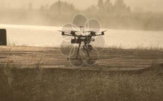 可以在黑暗中投射光线飞行的无人机