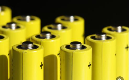 影响汽车蓄电池寿命的因素及能否自行安装?